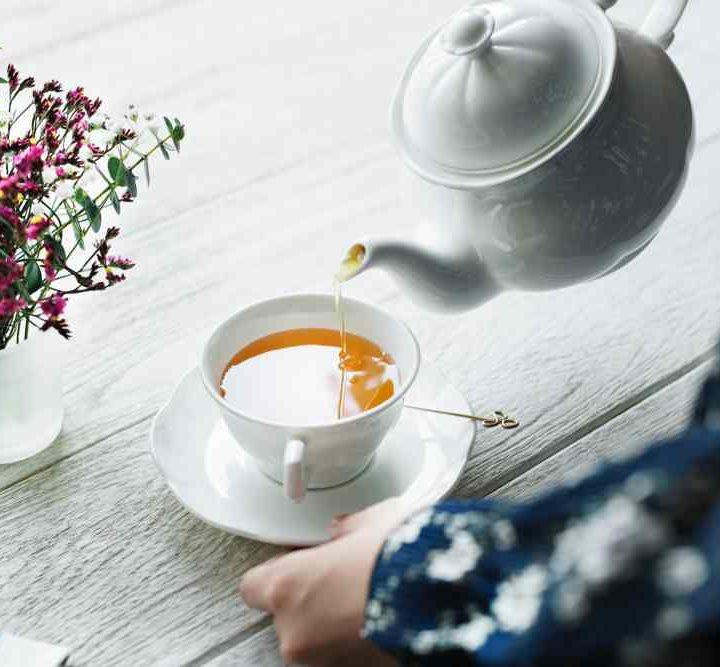 tânărul tău de ceai)